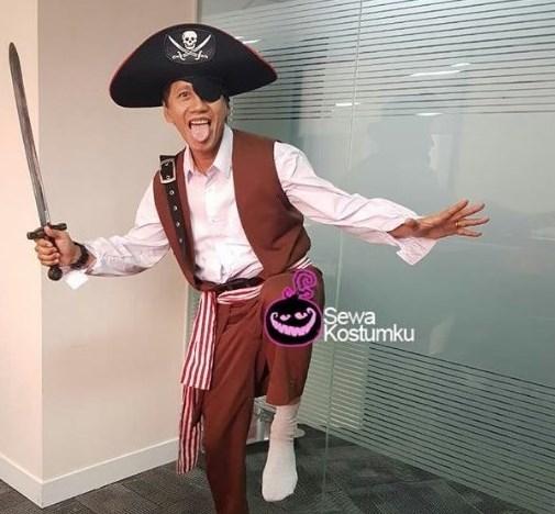 Kostum Halloween Sederhana Bajak Laut